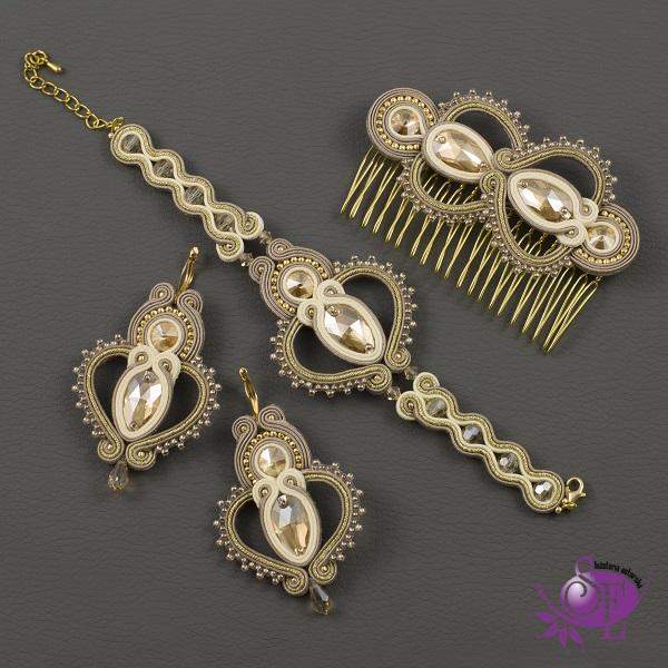 Elegancka , złota biżuteria sutasz w Bożonarodzeniowych stylizacjach