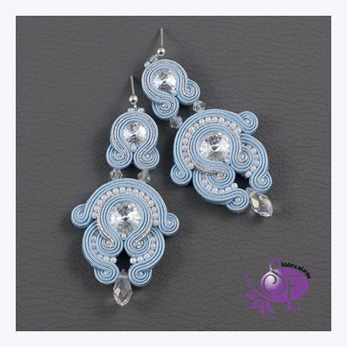 Kolczyki w kolorze Serenity Blue