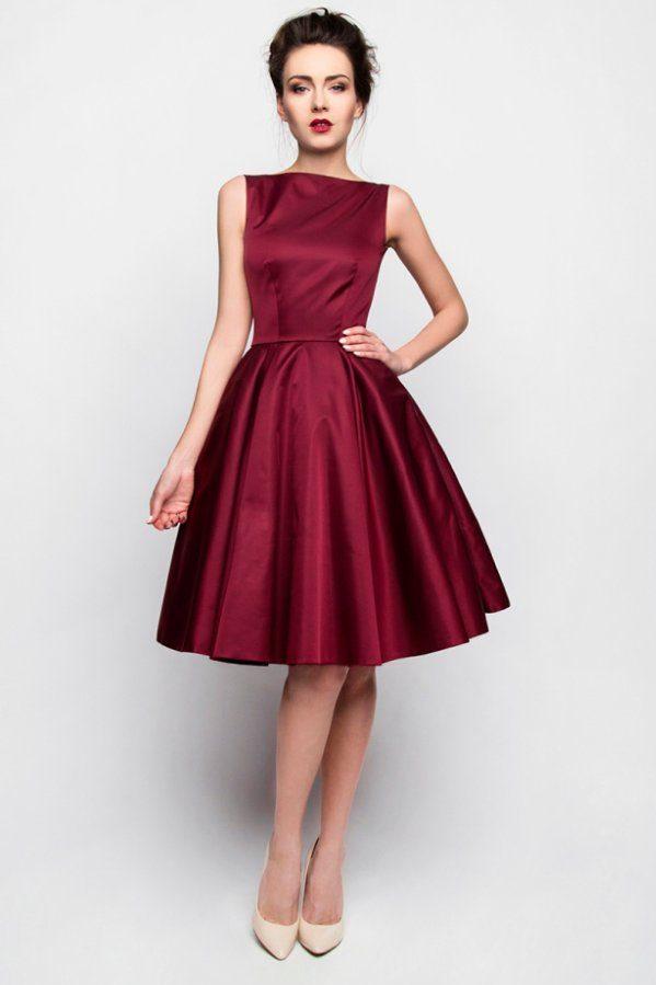 Sukienka w burgundowym kolorze