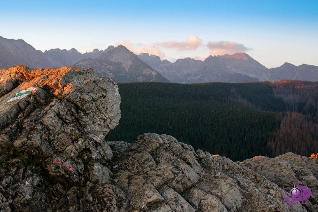 Tatrzańskie szczyty w słońcu